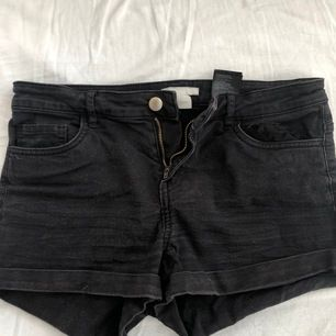 Svarta shorts i storlek 36. Finns i Lund, köparen står för frakt om dom ska skickas