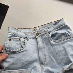 Så fina shorts som jag tyvärr har vuxit ur :,((((( Köparen står för frakt🌍 Vill bli av med allt så fort som möjligt så kolla gärna in mina andra annonser också 🥰