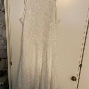 En fin klänning från new yorker. Endast använd en gång och säljer då den bara tar plats i garderoben. Köparen står för frakten.