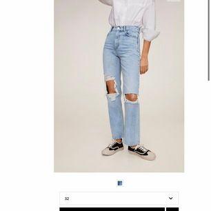 straight leg jeans från MANGO, storlek 32 och endast använda 2 ggr. jag är 164 och dom är lite långa på mig. köpta för 599kr