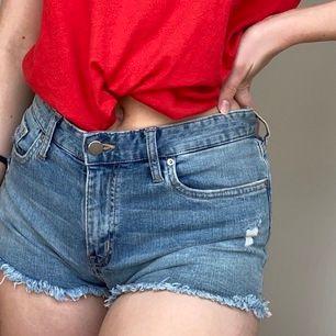 1 års gamla oanvända shorts från H&M. Hann inte använda förra sommaren och nu har jag tyvärr växt ur de.