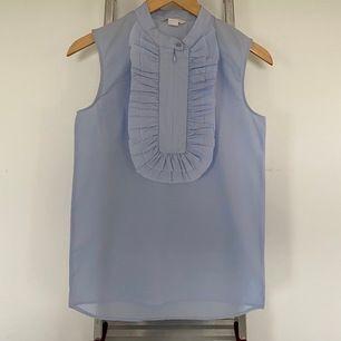 H&M light blue poplin sleeveless top. Size 34. Great condition, never worn.