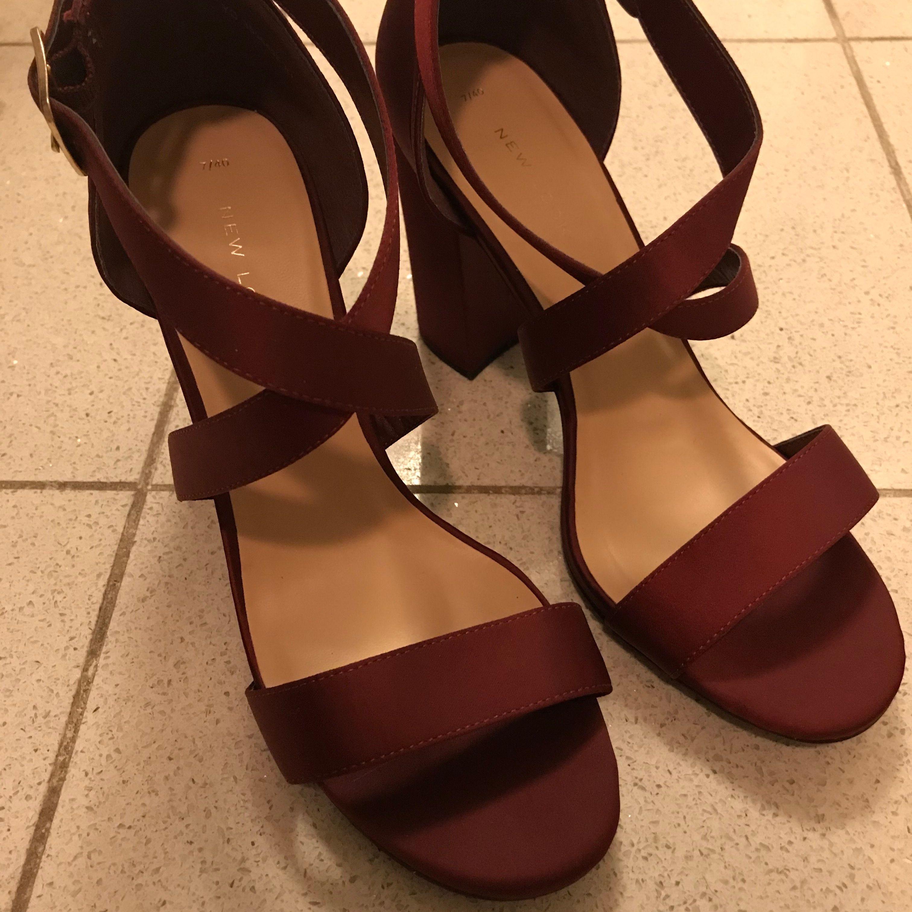 Fint rödvin färg höga klackar. Helt ny! Oanvänd. . Skor.