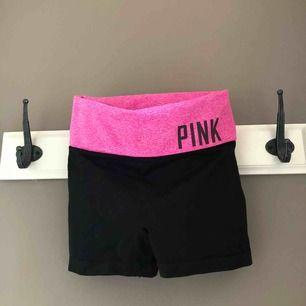 Säljer mina PINK träningsshorts! Minimalt använda. Storlek XS Nypris 500kr