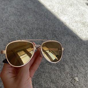 Säljer dessa snygga solglasögon som jag inte får någon användning av.☺️💫