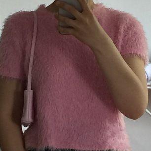 säljer den här jättesnygga tröjan med en hot pink type of color från Zara, jättefint skick, har bara används några gånger. 80kr + 20kr frakt! vilket blir 100kr totalt :) känn dig fri att ställa frågor om storleken mm.