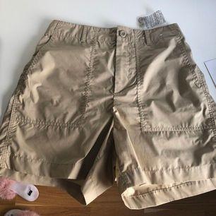 Ett par helt oanvända shorts från uniqlo, så coola och perfekt till sommaren!! ☀️⭐️🥰 köparen står för frakten!