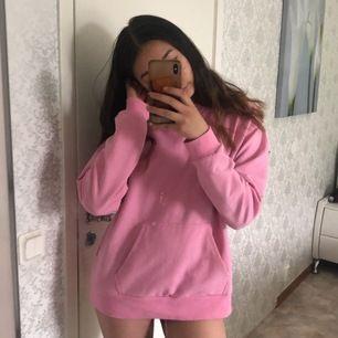 Fett bekväm hoodie och perfekt för sommaren. Då hoodien är tunn och inte för varm att kunna ha💓