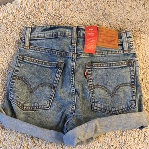 Högmidjade Levi's shorts! Nypris : 579