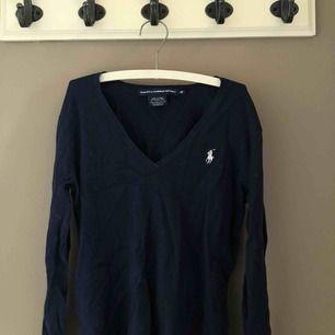 Säljer min Polo Ralph Lauren tröja! Väl använd, storlek XS. Nypris 800kr