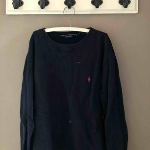 Säljer min Polo Ralph Lauren collage tröja! Storlek S. Nypris 1200kr