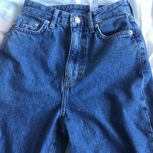 As balla jeans från hm, liknar momjeans men är lite större💕högsta bud:200