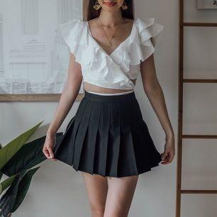 Säljer min älskade american apparel kjol som köptes för någon sommar sen och säljs ej längre 💜💜 Köptes för ca 600kr och säljer för 300 + frakt på 50🦋🧡 Passar även en S! Kan självklart skicka fler bilder på plagget