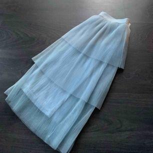Blå trendig kjol storlek S, superfin nu till sommaren och superskön att ha på sig. Köparen står för frakt