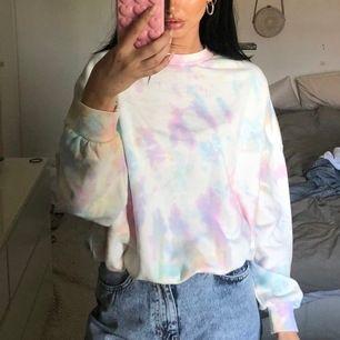 Tie Dye Sweatshirt från Junkyard. Storlek S, prislappen kvar🥰💕 #junkyard