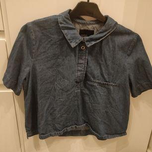 Så fin denimskjorta från Zara. Den är lite croppad och boxig.