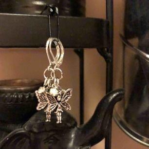 Handgjorda örhängen med älvor på🧚🏽♀️❣️bladhsmycken på Instagram (Frakt inräknat i priset)