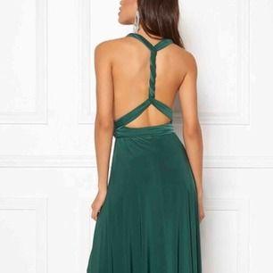 Multi tie goddiva klänning. Använd en gång. Kan knytas på många olika sätt!