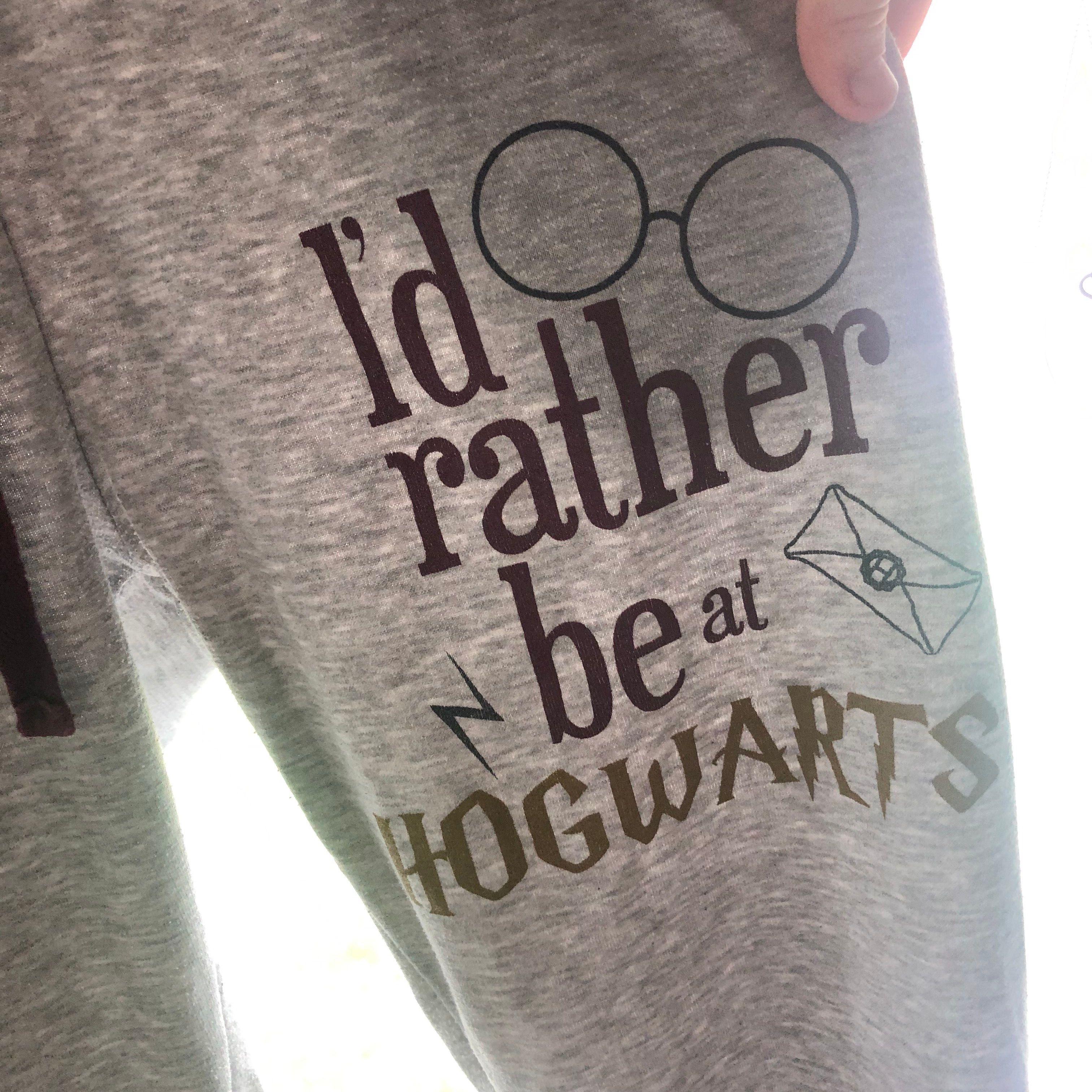 Snygga, sköna, mjukisbyxor med Harry Potter-logga. Köpare står för frakten.. Jeans & Byxor.