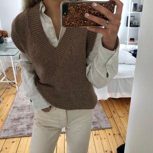 Oanvänt stickat linne från Zara  Storlek Small, nyp 349:-