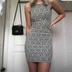Tight klänning som inte är använd! Bara att höra av sig vid frågor!🍀  Ps. Snabb affär = ingen frakt
