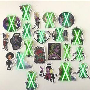 🐍 Tim Burton klistermärken, köp 1 för 5kr - 5 för 20kr - 10 för 35kr. Om du köper 5 stycken får du välja 4 av dem 5 och om du köper 10 stycken får du välja 8 av dem 10. För mer info skicka meddelande (frakt kostar 10kr)🐍