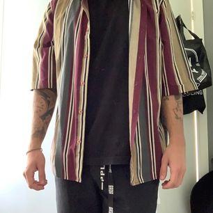 Oversized randig skjorta ifrån brooklyn supply co. Skickas om köparen betalar frakt alternativ köparen kommer till adress.