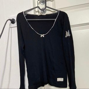 Oddy Molly tröja står att det är sl S men känns mer som M nypris 999kr säljer för 400kr ( priset kan diskuteras ) köparen står för frakten <3