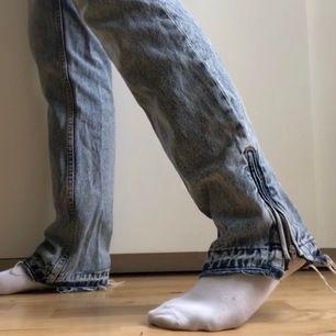 Säljer ett par såå fina jeans från karve modellen girlfriend, perfekta passformen och färgen, kommer vara så fina i sommar😍säljer då dem tyvärr har dom blivigt lite för små för mig😕 köpte dem i sommras för 600kr! Frakt tillkommer