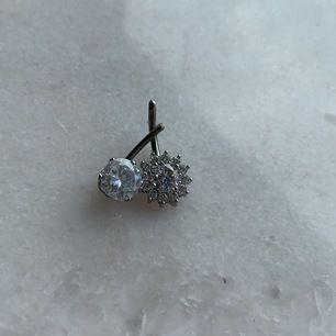 Säljer mina piercingar då jag längre inte har navelpiercing. den blåa är använd men i bra skick, dom andra oanvända, dock så saknas två kulor därav lågt pris. 1 för 29kr + frakt