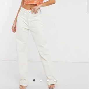 säljer mina slutsålda pepe jeans x dua lipa storlek 32wx34 (tall modell) byxorna är EXTREMT långa. Jag är väldigt lång och de är ca 15 cm för långa så man kommer behöva klippa. Köpta väldigt dyrt så start bud på 600 kr. Säljer för jag köpte i fel storlek