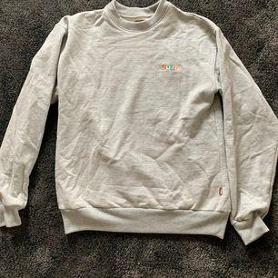 GOLF WANG classisk sweater från Tyler the creators Collection, använts en gång men var för stor därför säljs den nu. Inga fläckar, är som i nyskick. Möts upp i göteborg o kan eventuallt frakta men då tillkommer fraktpriset