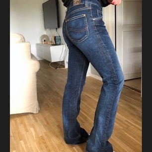 Aldrig använda men köpta för ett tag sen! Midwaist, Waist 27 längd 35! Dem är för långa för mig som är 164cm. Köparen får stå för frakt❣️❣️ ny pris 999kr