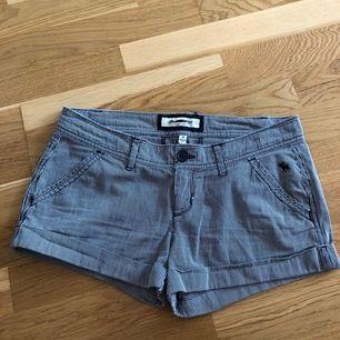 Shorts från Abercrombie 🍍 •Storlek S •45 kr 🧺Tvättad efter användning 🚫Djurfritt och rökfritt hem 📍Kan mötes upp i Mölnlycke 📬Kan skickas mot fraktkostnad(44 kr)