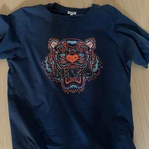 Kenzo t shirt, Storlek L, endast använd vid test, kvitto finns.