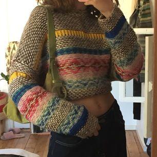 En super mjuk och mysig tröja från PULL&BEAR. I bra skick inte några hål eller så!