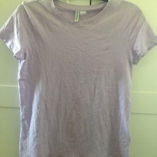 Säljer en Lilla T-shirt, använd 1 gång!☺️