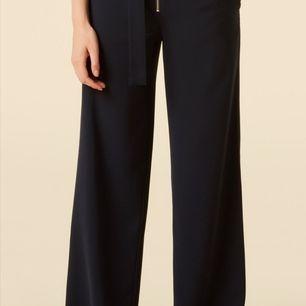 I princip helt ny twist and tango byxor.                         Modellen Sheila. Storlek 34-36.                                                 Ny pris 999kr säljer för 450 kr + frakt