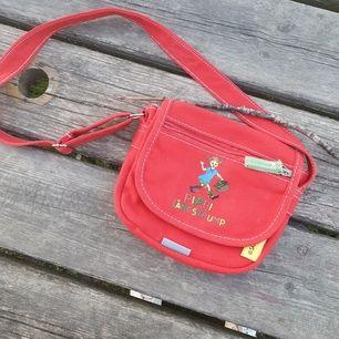 Cool pippi väska som inte har kommit till använding, start bud 100 kr