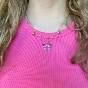 Rosa fjärilshalsband med guldig kedja 💓