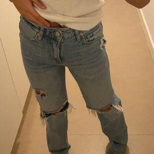 Säljer dom populära jeansen från Zara, bud från 1000kr