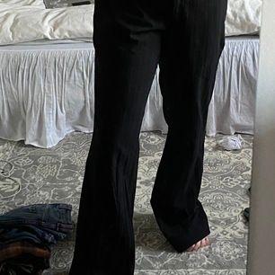 Kostymbyxor köpta secondhand