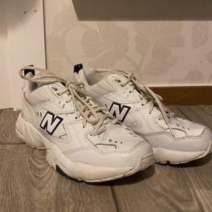 New Balance sneakers i storlek 39. Helt nya. Har använt de max 5 gånger.