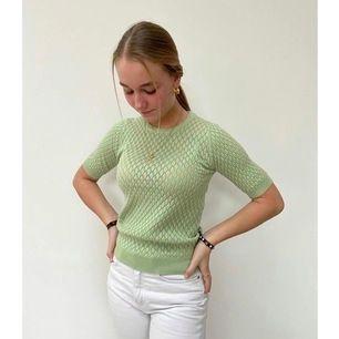 Fin grön tröja från design by si.