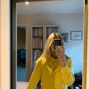 Knappt använd i väldigt fin gul färg.