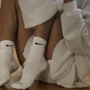 Söker efter Nike Strumpor i vilken färg som helst, hör av dig i sm