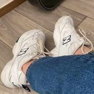 New Balance sneakers i storlek 39. Helt nya. Har använt de max 5 gånger. Säljer de då de inte kommit till användning. frakt ingår.