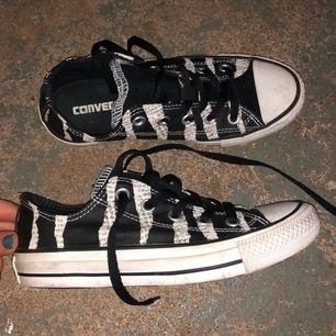 Jätte coola Converse allstar, köpta i usa för 850kr, i jätte bra skick storlek 36,5