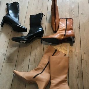 Säljer 3 par skor för 150kr. Hämtas upp i Bromma. Storlek 38