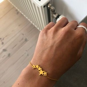 Guldigt stjärnarmband, guld platerad🤍